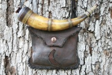 Jeff Bibb Banded Horn and PouchJeff Bibb North Carolina Piedmont banded horn and bark tan pouch.Photo by Jeff Bibb